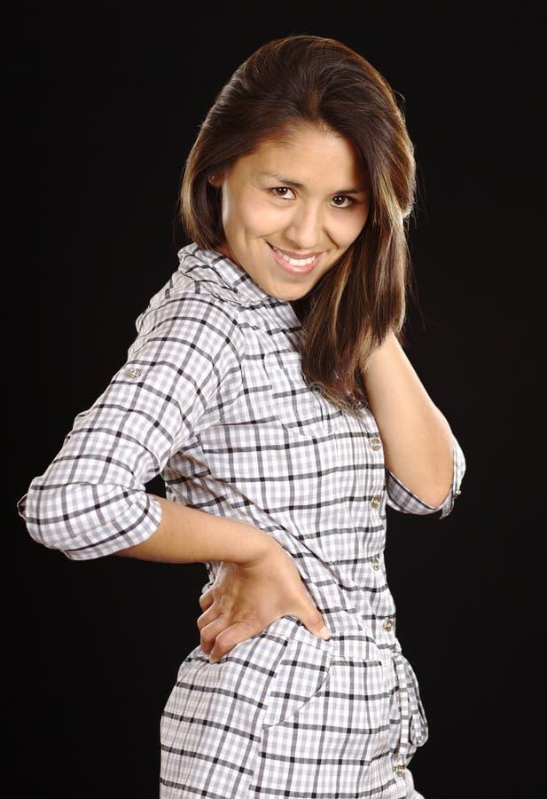 Giovane bella donna peruviana sorridente immagine stock