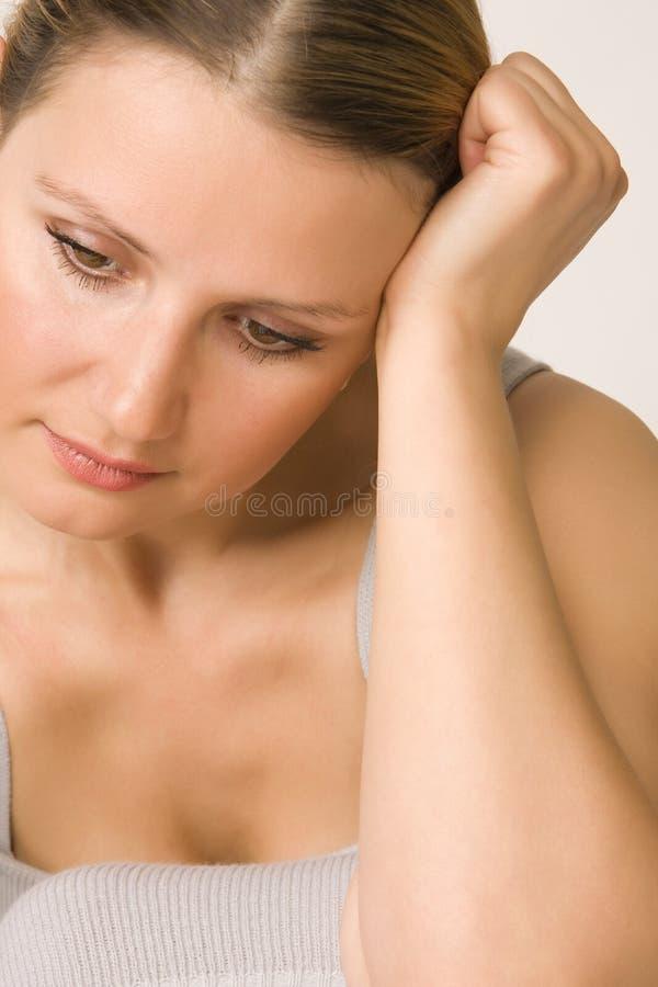 Giovane bella donna triste fotografie stock