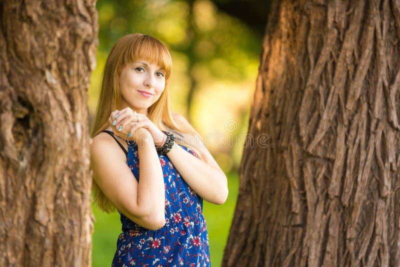 Giovane bella ragazza felice immagine stock libera da diritti