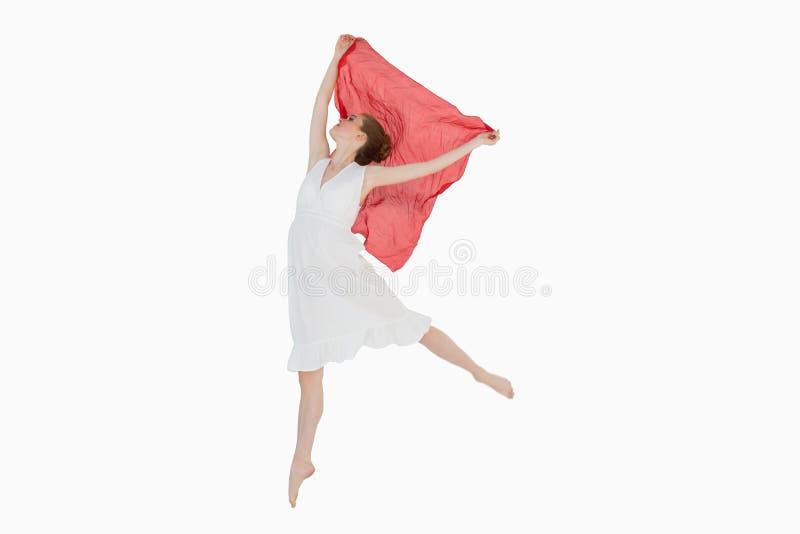 Giovane bello ballerino femminile con la sciarpa rossa fotografie stock libere da diritti