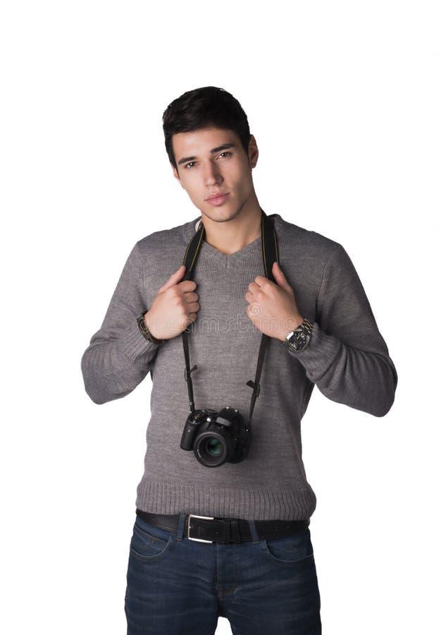 Giovane bello con la macchina fotografica professionale della foto fotografia stock libera da diritti