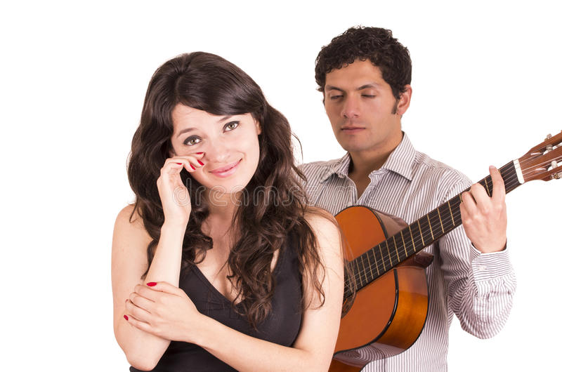 Giovane bello con serenading della chitarra fotografie stock