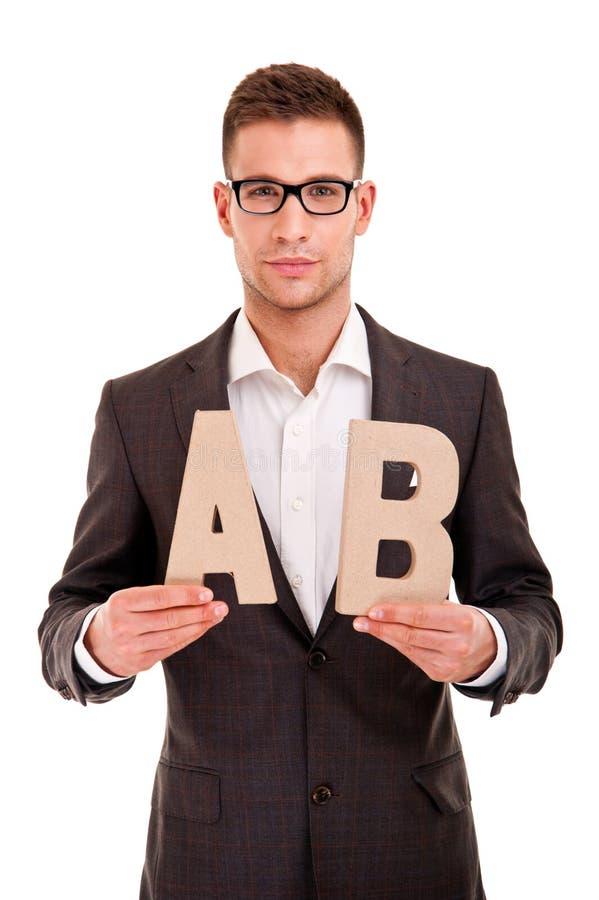 Giovane bello in vestito classico e con il ABC delle lettere immagini stock libere da diritti