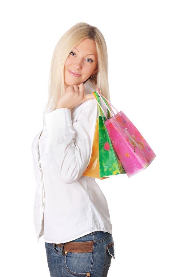 Giovane bionda sorridente in una camicia bianca immagine stock libera da diritti