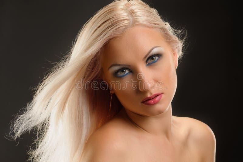 Giovane blonde alla moda fotografia stock