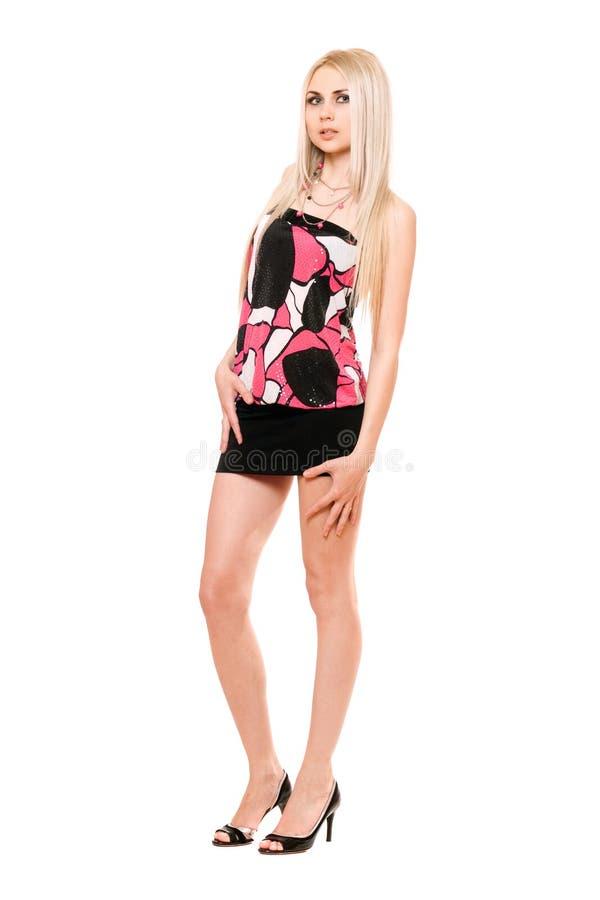 Giovane blonde leggy attraente in miniskirt nero immagini stock