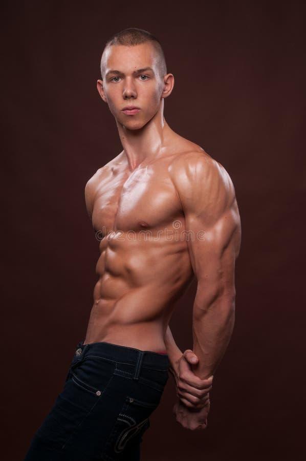Giovane bodybuilder immagine stock