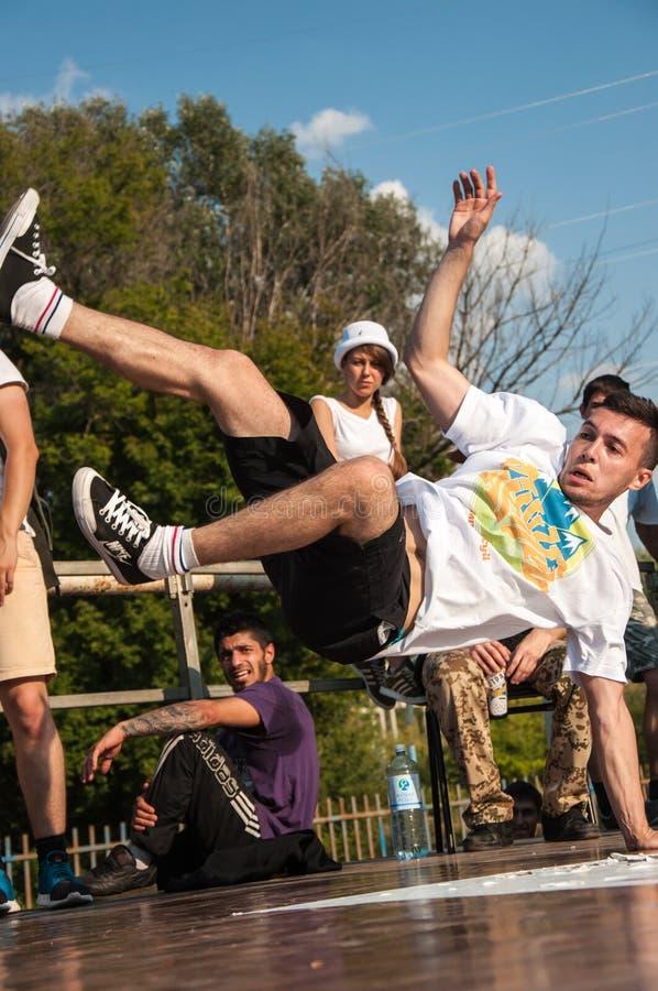 Giovane break-dance del ballerino immagini stock