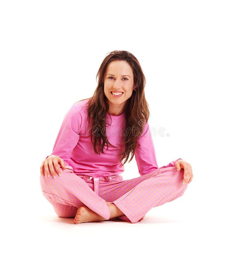Giovane brunette di smiley in pigiami fotografia stock