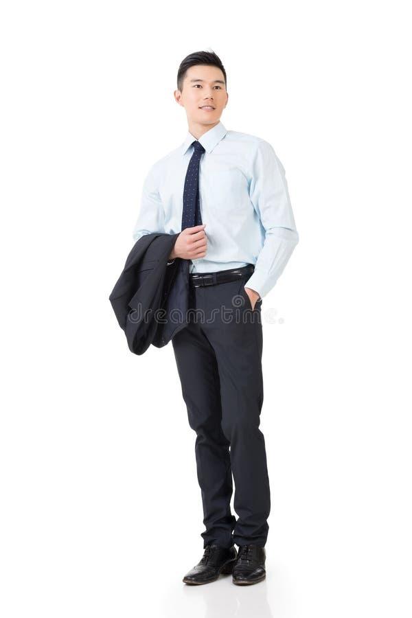 Giovane cappotto asiatico della tenuta dell'uomo d'affari immagine stock libera da diritti