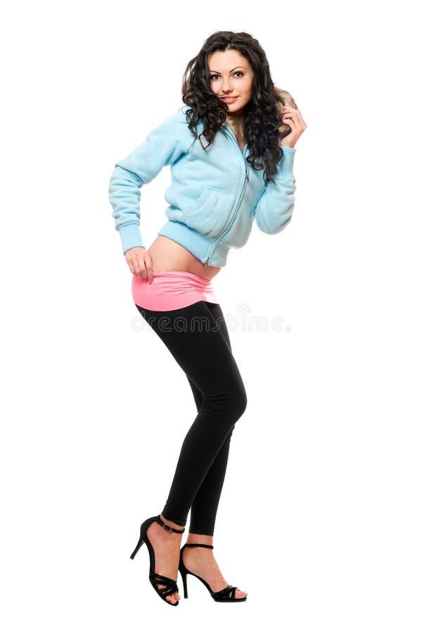 Giovane castana attraente in ghette nere. Isolato fotografie stock