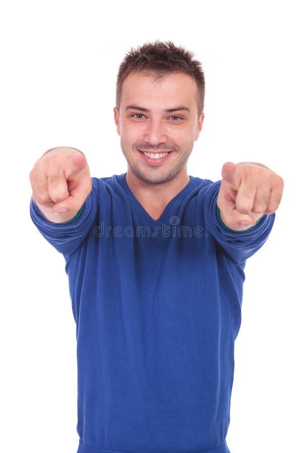 Giovane che indica con le sue dita fotografia stock