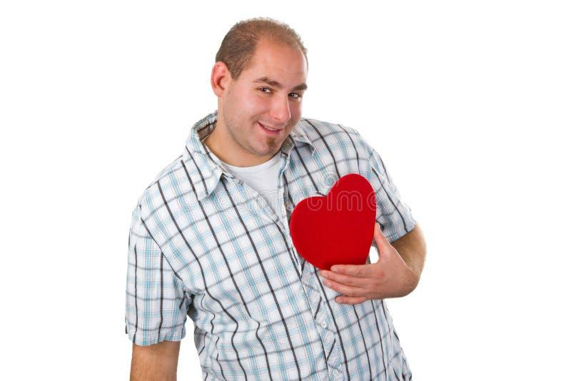 Giovane che tiene cuore rosso fotografia stock