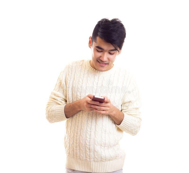 Giovane che usando Smartphone fotografia stock libera da diritti