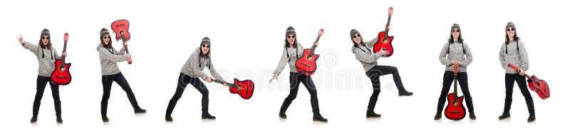 Giovane chitarra ottimista della tenuta della ragazza isolata su bianco fotografie stock