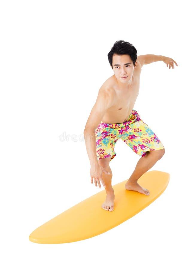 Giovane con il surf isolato su bianco immagini stock