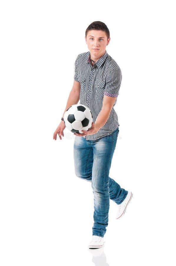 Giovane con pallone da calcio immagini stock libere da diritti
