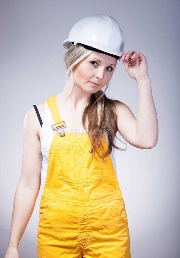 Giovane craftswoman del costruttore, muratore fotografia stock libera da diritti
