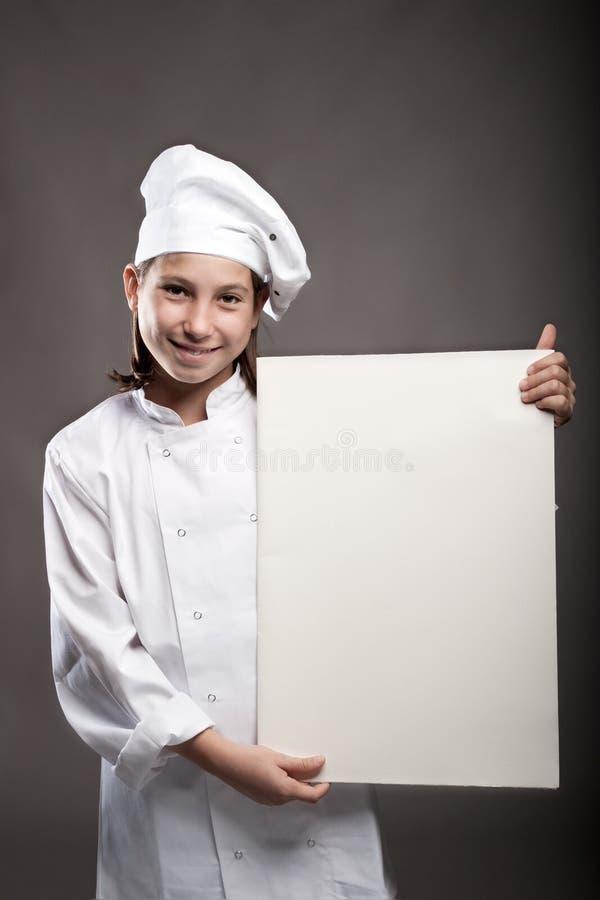 Giovane cuoco unico che tiene un'insegna fotografia stock libera da diritti