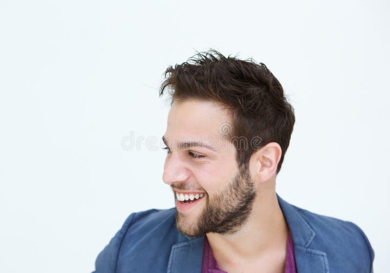 Giovane d'avanguardia che sorride sul fondo bianco fotografia stock libera da diritti