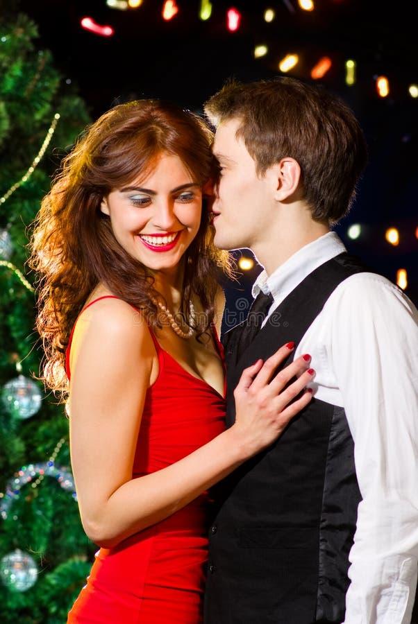 Giovane dancing felice delle coppie alla celebrazione fotografia stock