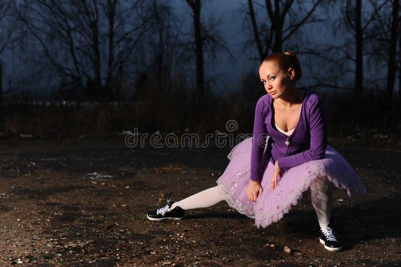 Giovane danzatore di balletto fotografia stock libera da diritti