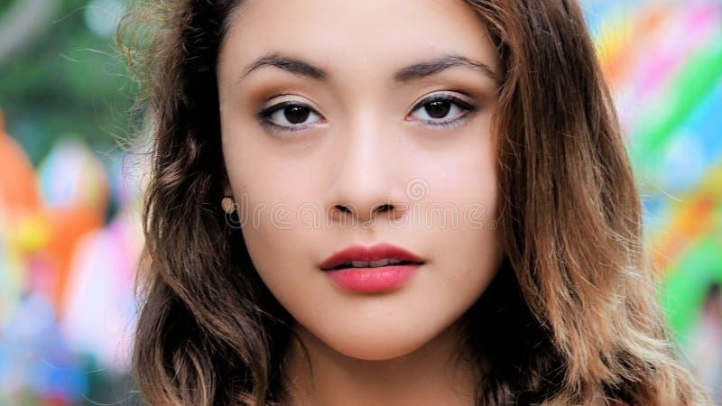 Giovane diversa femmina con un fronte grazioso fotografia stock