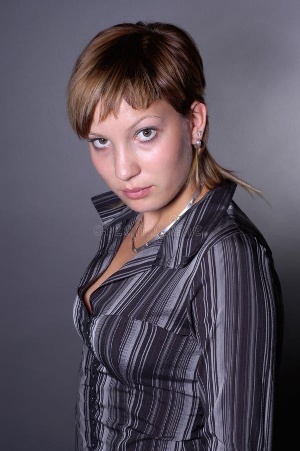 Download Giovane donna fotografia stock. Immagine di occhio, stylish - 222730