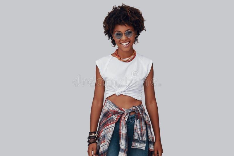 Giovane donna africana attraente immagine stock