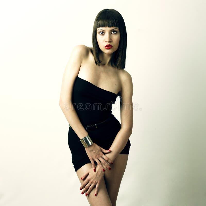 Giovane donna alla moda in braccialetto fotografie stock