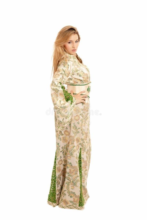 Giovane donna araba isolata su bianco fotografie stock