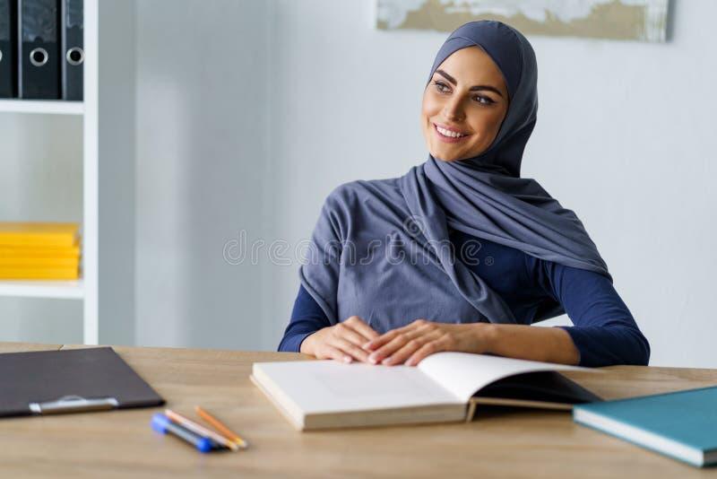 Giovane donna araba fotografie stock