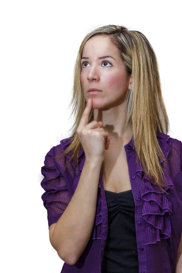 Giovane donna attraente che guarda a partire dalla macchina fotografica, pensante circa fotografia stock