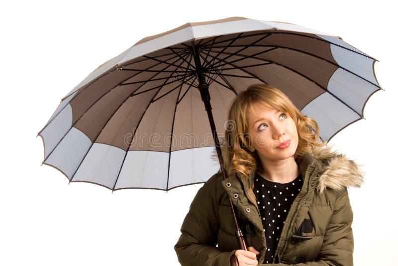 Giovane donna attraente con un ombrello fotografia stock