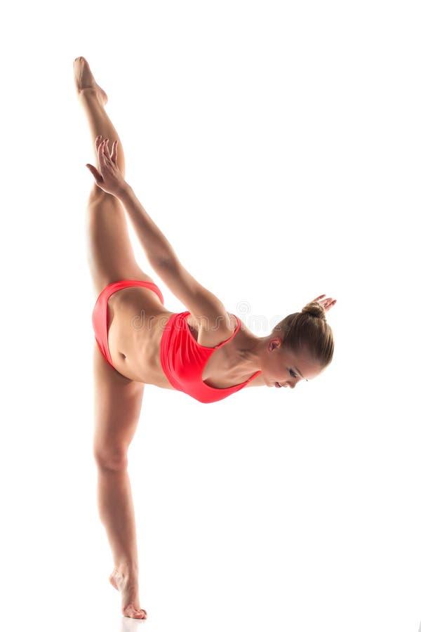 Download Giovane Donna Ben Fatto Che Fa Le Spaccature Di Ginnastica Immagine Stock - Immagine di ginnastica, idoneità: 30828865