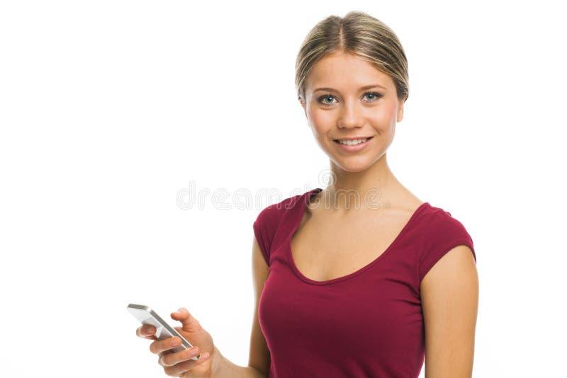 Giovane donna bionda sorridente con il telefono immagine stock libera da diritti