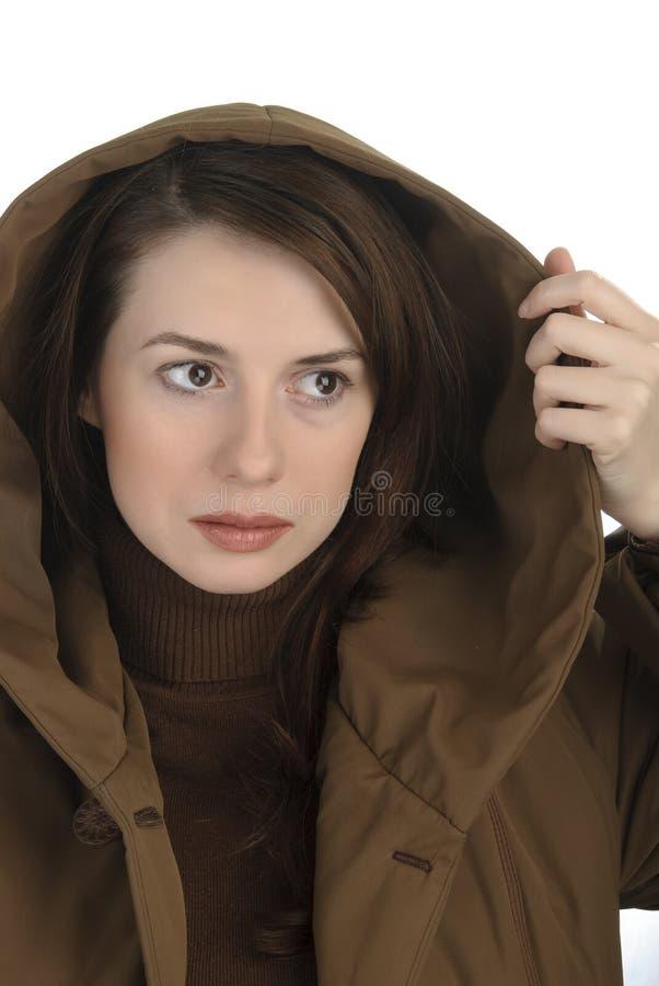 Giovane donna in cappuccio immagini stock
