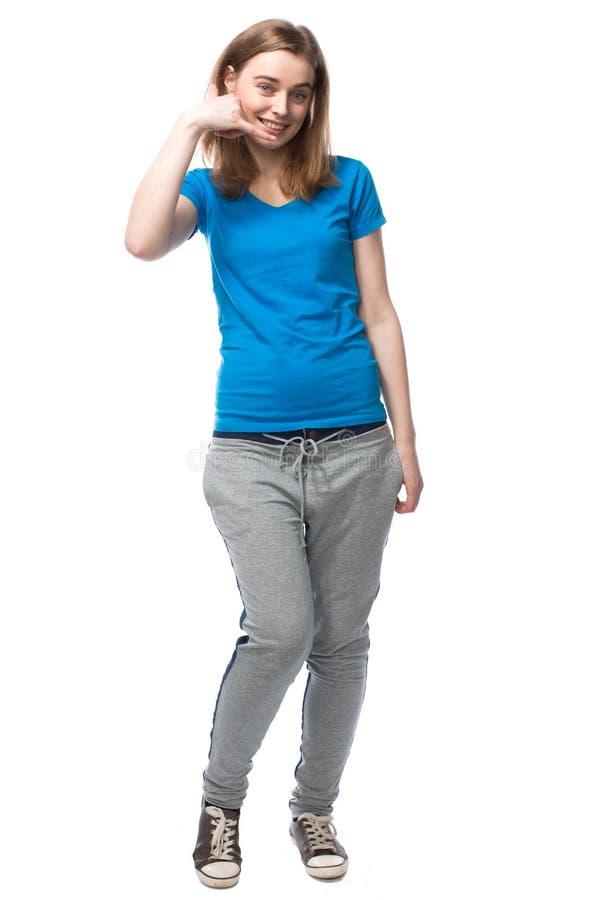 Giovane donna che fa a - chiamimi - gesto fotografia stock