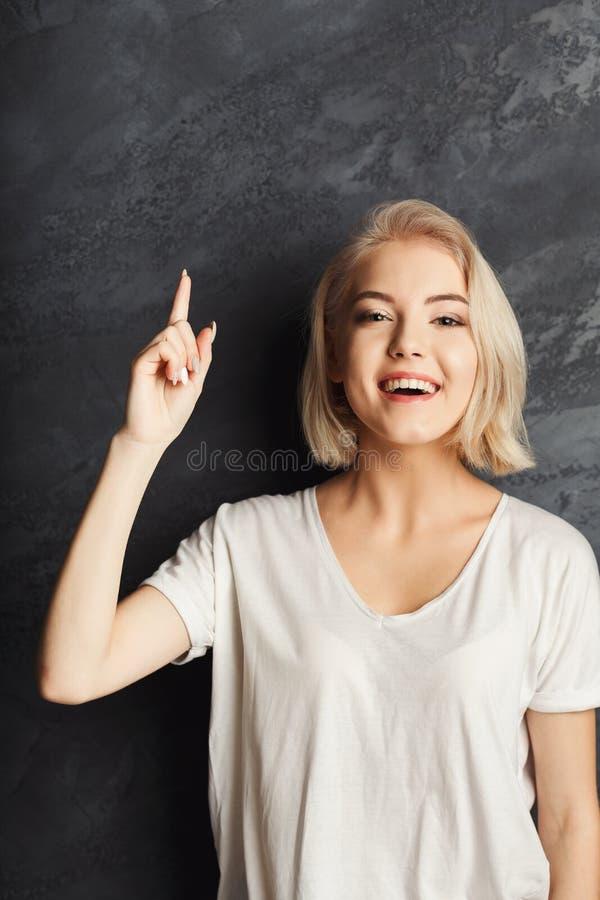 Giovane donna che ha un'idea immagini stock libere da diritti