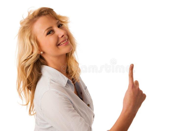 Giovane donna che indica nello spazio della copia isolato sopra backgr bianco immagini stock