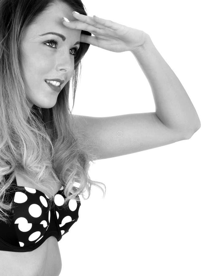 Giovane donna che indossa una Polka d'annata Dot Bikini fotografia stock