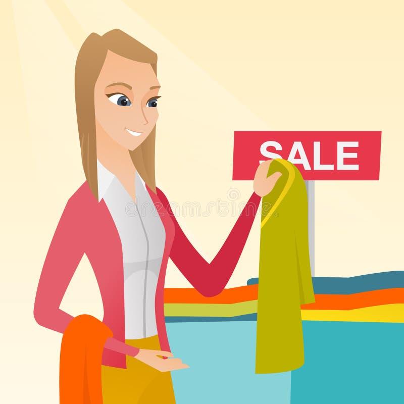 Giovane donna che sceglie i vestiti nel negozio sulla vendita illustrazione vettoriale