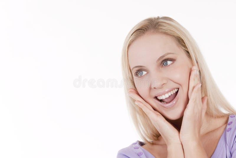 Giovane donna che sembra eccitata fotografia stock libera da diritti