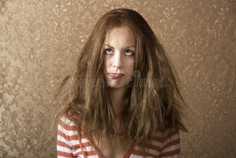 Giovane donna con capelli sudici fotografia stock libera da diritti