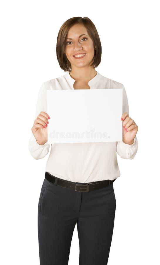 Giovane donna con carta vuota isolata nel fondo bianco immagine stock