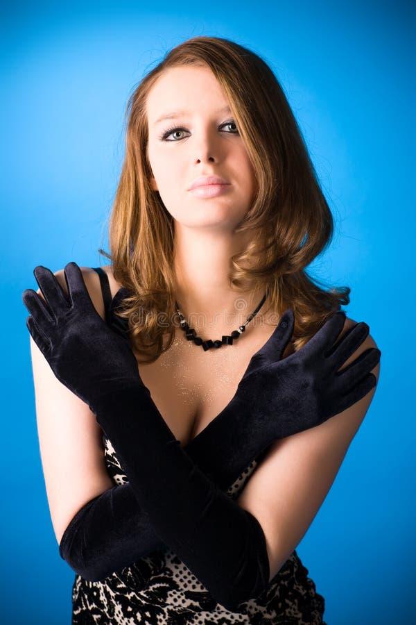 Download Giovane Donna Con I Guanti Eleganti Immagine Stock - Immagine di vestiti, sottile: 7305161