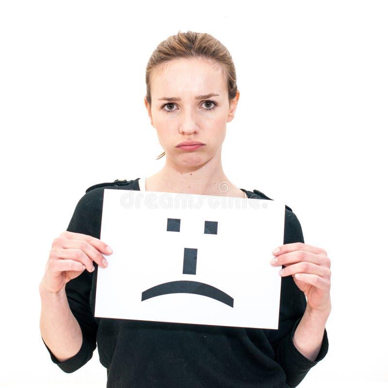 Giovane donna con il segno triste del fronte dell'emoticon del bordo fotografia stock libera da diritti