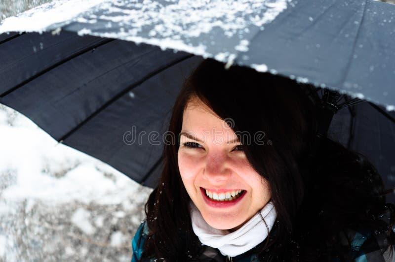 Giovane donna con l'ombrello fotografie stock libere da diritti