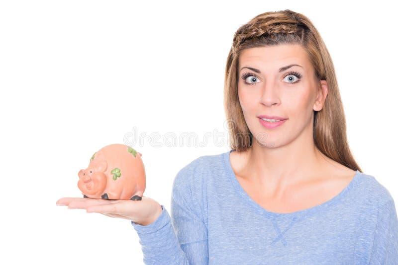 Giovane donna con la banca piggy immagine stock