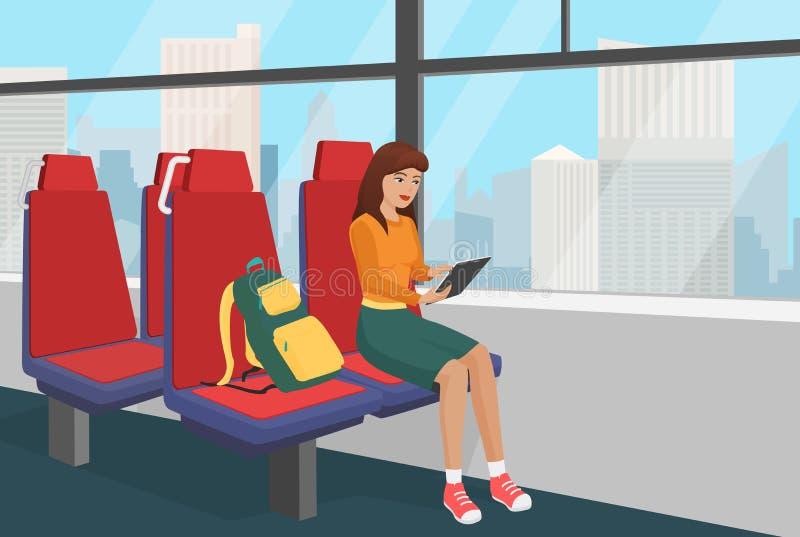 Giovane donna con la compressa di lettura rapida dello zaino nell'illustrazione pubblica di vettore del treno o del veicolo illustrazione vettoriale